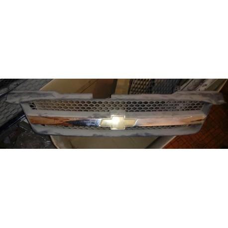Решетка радиатора Авео Т 200 (Chevrolet Aveo T200) 96618859